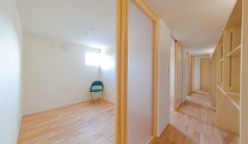 1階子供部屋とウォークインクローゼット廊下