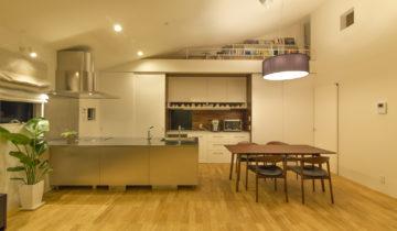 リビングとバルコニーの家 ダイニングキッチン