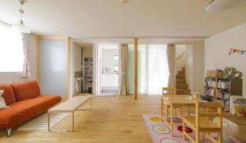 リビングとバルコニーの家 1階子供室