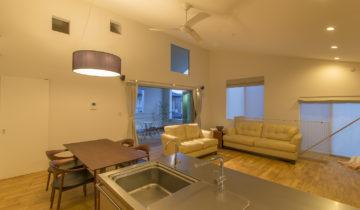 リビングとバルコニーの家 2階LDK